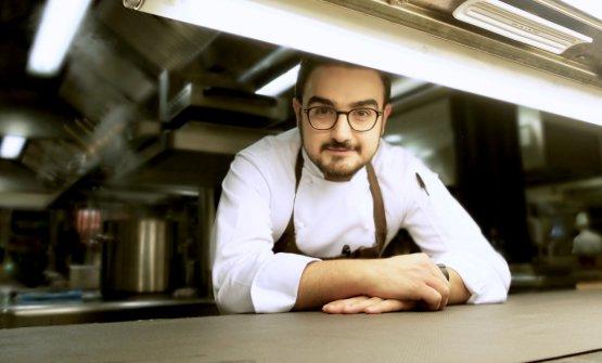 Pasquale Laera, classe 1988, è chef de La Rei, ristorante gastronomico de Il Boscareto Resort di Serralunga d'Alba. Arrivò qui come executive quando il menu era firmato da Antonino Cannavacciuolo; via quest'ultimo, lui è rimasto