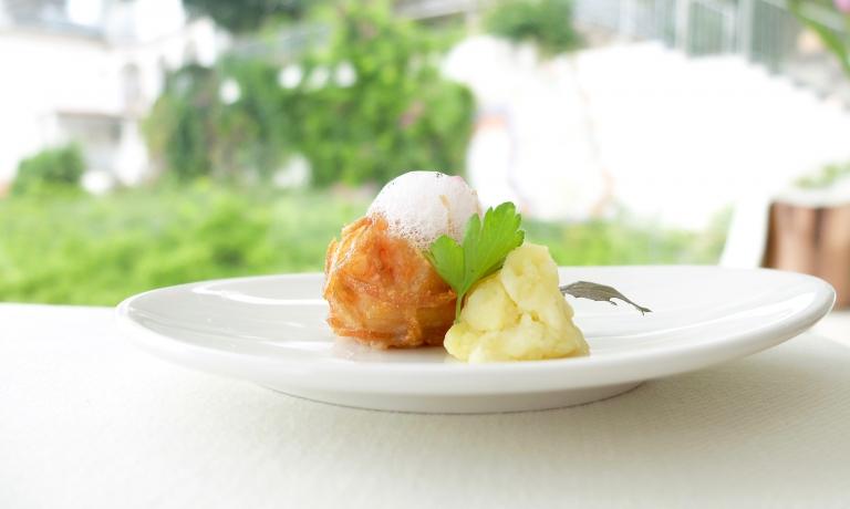 Polpettine al gambero e patate, aria allo zenzero