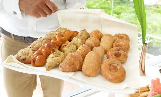 Il pane, di ottima qualità: panini alle noci pekan e cicoli; treccine al pomodoro secco; panini broccoli eacciughe; croissant ai cereali; ciabatta bianca; pane integrale al finocchietto