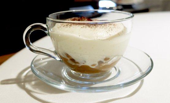 Cappuccino materano: cavatelli di grano arso in zuppa di crapiata (mix di legumi e cereali, tipico piatto povero di Matera), spuma baccalà e caffè. Comfort food, ma di buona classe