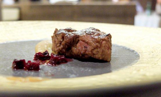 ...e così finisce nel piatto: il filetto e la lombatina del castrato, con crema di albicocche erapa rossa