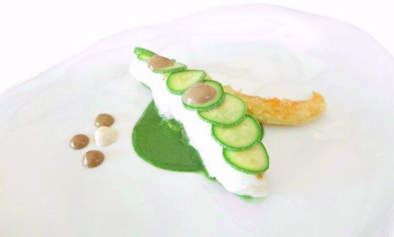 Rombo chiodato, cremoso ai pinoli, aglio nero, crema di zucchine alla colatura di alici, zucchine marinate, fiore di zucca in tempura