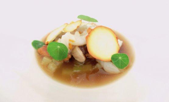 Trippette di baccalà, ovuli, crauti fermentati, brodo di funghi, zenzero candito. Piatto di grande equilibrio e potenza gustativa, molto molto interessante