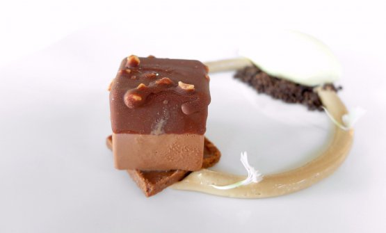 Cioccolato, gelato al whisky, cremoso di tabacco, crema di nocciole, mousse al cioccolato