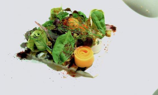 Quadretto di alici di Cetara con erbe e verdure marinate, uvetta, finocchietto, polvere di barbabietola e pinoli