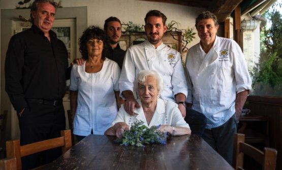 Foto di famiglia e staff del ristorante