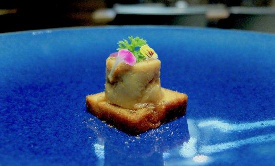 Foie gras marinato un mese in miso bianco dolce, miele, pepe del Madagascar, plumcake all'albicocca