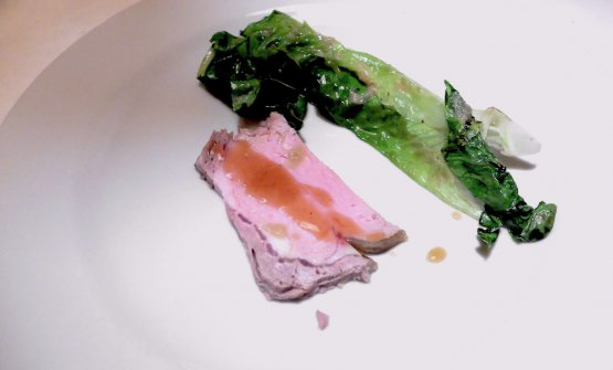 Roast beef al forno, insalata romana, dressing all'aringa. Una delizia