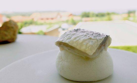 Dry meringue and sardine: a small sweet-savoury masterpiece