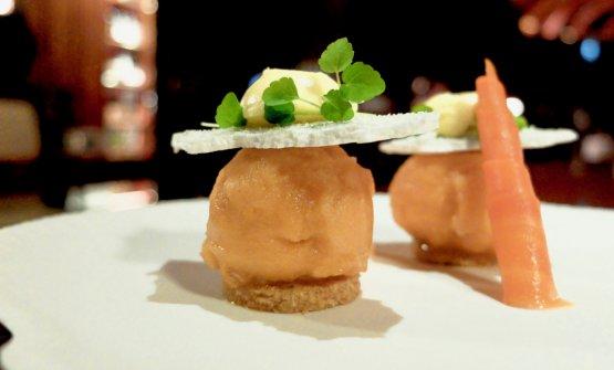 Biscotto bresciano di pasta sablé, sorbetto di carote, mousse al passion fruit, rucola