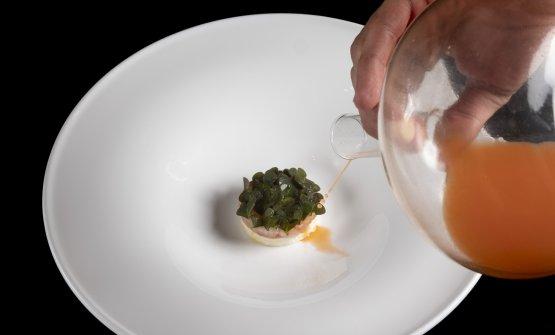Gamberi, radice di prezzemolo e carota: il piatto