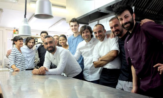 The staff at Casona del Judío. Bastard is in the middle, to his left, French sous Jerome Quarmouchi, born in 1986 in Toulouse