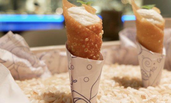 Coni di pasta wonton, baccalà mantecato, brunoise di pomodoro fresco