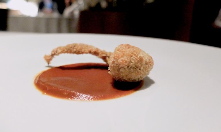 Polpo alla Luciana, salsa barbecue. Non elegantissimo, quasi uno street food