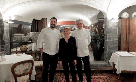 I Bassetti nella foto di Tanio Liotta: il figlio Riccardo, la mamma Elisabetta, il papà Gianni.Nello staff di cucina anche Febo Ravasi e Alessio Cattaneo, il sala Luca Peron