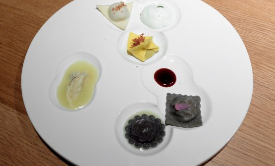 Ravioli d'Italia, da Nord a Sud(2018), un piatto presentato a Identità Milano (leggi qui), poi con le sue evoluzioni. Ci sono i ravioli