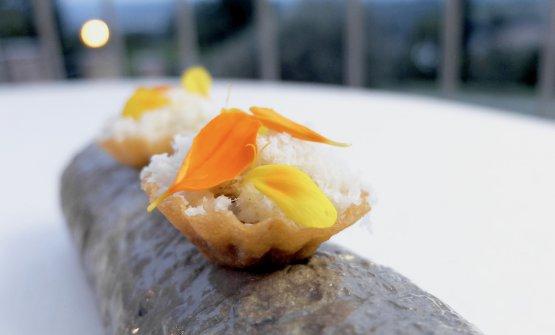 Tartelletta con crema di champignons e noce macadamia grattugiata