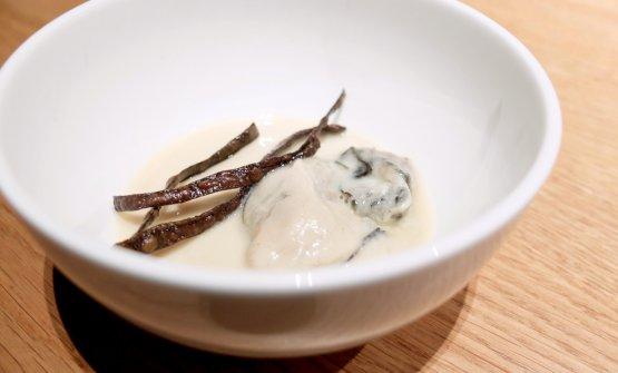... poil'ostrica sbollentata con flan di miso, l'alga croccante