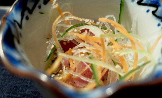 Carpaccio di tonno siciliano, salsa di senape giapponese e pepe indiano