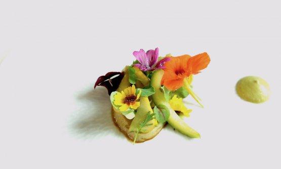In-fiore: zucchine cotte in estrazione di verdure grigliate, condimento al funghetto
