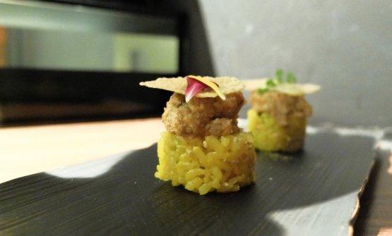 Maki oss bus: zafferano abruzzese, tempura di verdure, polpa di granchio, ossobuco alla milanese, chips di parmigiano