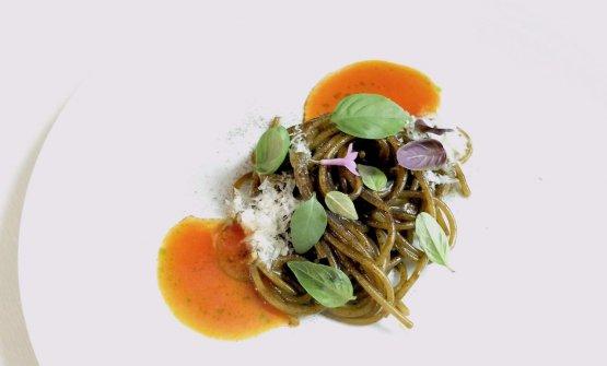 Ritorno a casa: spaghetti alla parmigiana, coulis of preserved tomato