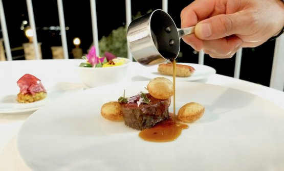 Carpione: roasted fillet of Rubia Gallega, jus aromatised with bay leaves. On the side, Carpaccio with pommes paillasson