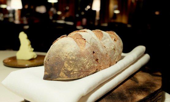 Buono il pane: segale, farro, lievito madre. In acompagnamento burro salato normanno