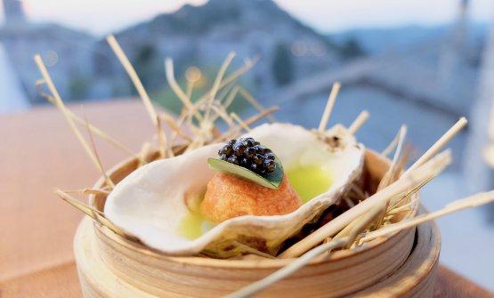 Pappa al pomodoro, acqua di cetriolo, foglia ostrica, caviale Baikal