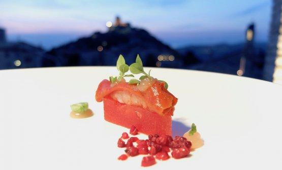 Gambero rosso di Mazara del Vallo, anguria, bergamotto, lampone ghiacciato. L'anguria è in osmosi