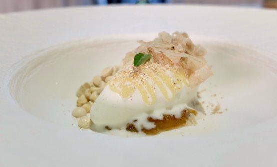 Quenelle di fiordilatte, limone salato, tartufo bianco, composta di fichi, meringhe all'aceto balsamico