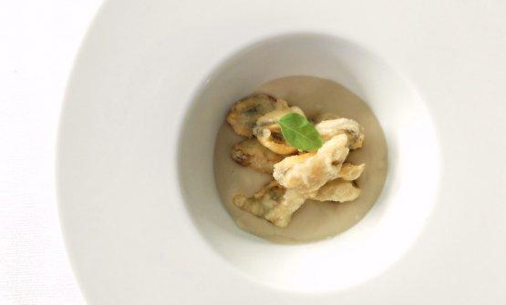 Cozze di tempura alla birra su coulis di fagioli di Controne, pomodorino confit e finocchietto selvatico