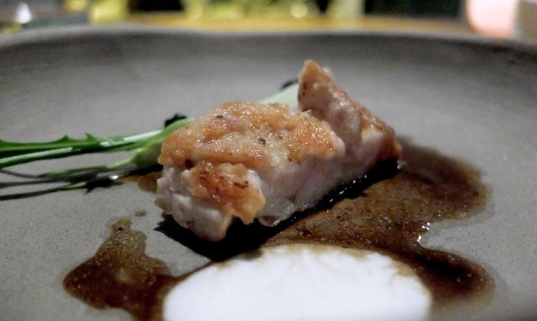 Animella, fiordilattee puntarelle. L'animella è marinata e poi passata in padella, poi c'è la crema di mozzarella di bufala, una maionese all'aglio, uova d'aringa e le puntarelle fresche. Altro ottimo piatto