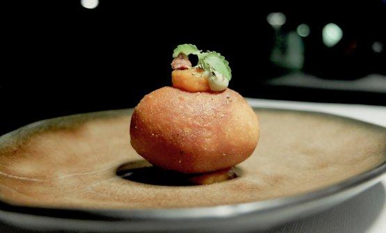 Crocchetta con patate e stoccafisso, crema di capperi e olive; la classica zuppa di stoccafisso e patate, reinterpretata