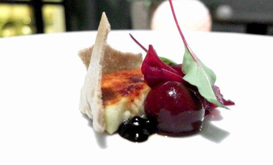 Risolatte, rapa rossa e aglio nero: Carnaroli caramellato, rape in due consistenze (in gela e cotte in osmosi), meringa e crema all'aglio nero