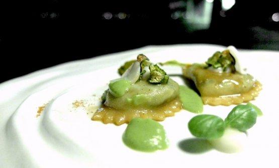 Ravioli fondenti con zucchine e moscione, un formaggio campano a pasta filata
