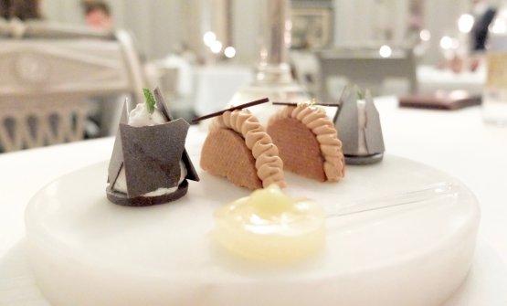 Gel di ananas, biscotti con crema di menta e cioccolato, biscotti al caramello