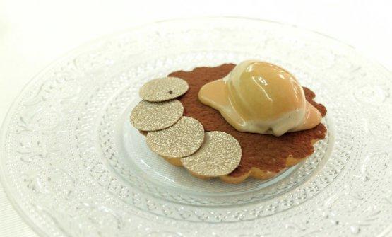 Tartelletta salata al tiramisù, con mousse di mascarpone di latte di bufala, gelato al caffè contofu all'amaretto, tartufo nero