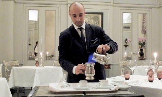 Il caffè alla livornese preparato dallo chef de rang Rosario De Rosa