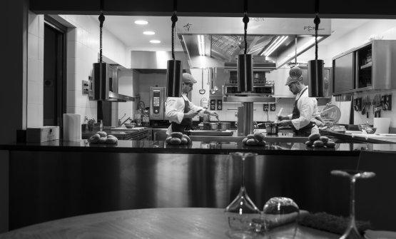 La cucina a vista del ristorante