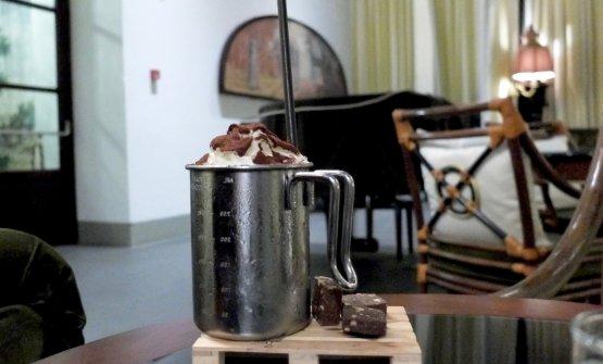 Poäng:vodka all'arancia, liquore al caffè,sciroppo di cantucci di Prato, panna di Frangelico. Richiama Stoccolma