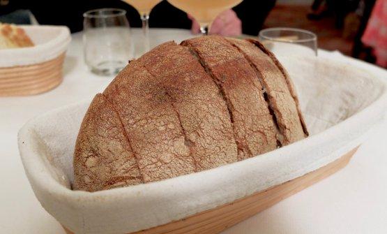 Ottimo pane maison. Contiene una piccola percentuale di farina di Verna,antica varietà digranotenero di origine toscana