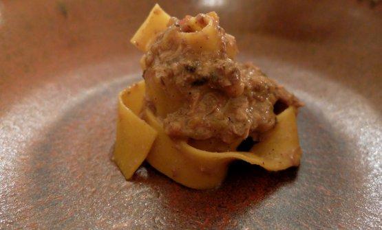Abbiamo aggiunto al menu più contemporaneo del Giglio anche un piatto della tradizioone, ottimamente eseguito:Tagliatelle al ragù di frattaglie di coniglio