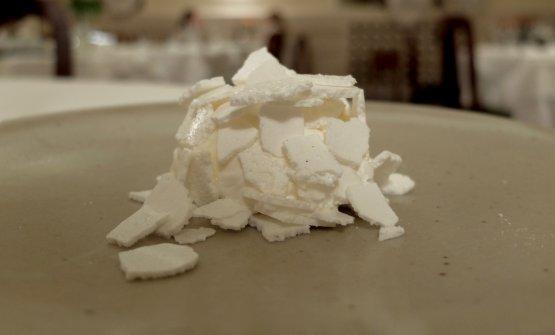 Yogurt, zenzero fermentato, lampone, meringa fresca, latticello ridotto e caramellato