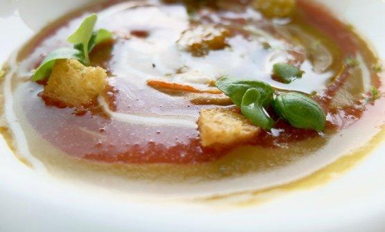 Zuppa di cozze pelose, aglio e colatura di pomodoro