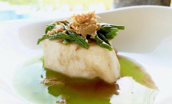 Delizioso il Morone alla mugnaia, asparagi di mare, bottarga di tonno rosso