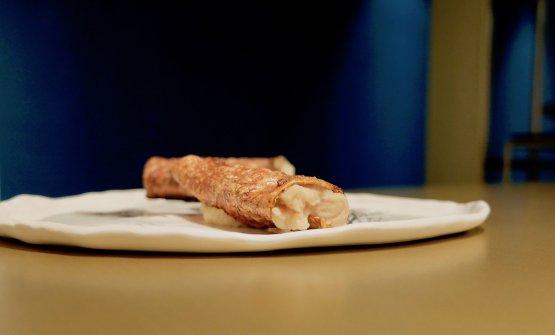 Il primo è questa Corteccia di carota ripiena di crema di patate ed essenza di pino mugo. Per la corteccia si utilizza la parte della carota che in genere viene scartata