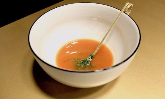 Le parti più esterne dell'ortaggio vengono utilizzate per questa Centrifuga di carota all'aneto
