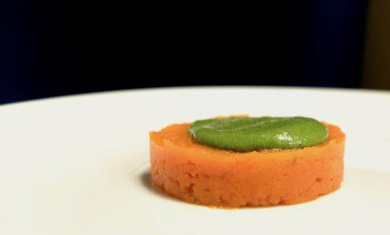 """La """"polpa"""" della carota, passata in forma e poi battuta, diventaCarota con crema di dragoncello"""