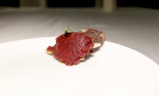 Crackers di semi, concentrato di pomodoro e basilico